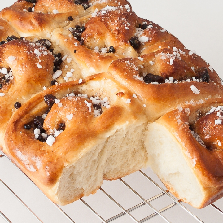 Reading Pride & Prejudice with the BBC miniseries: Bake Chelsea Buns at Recipes to Remember with episode 5
