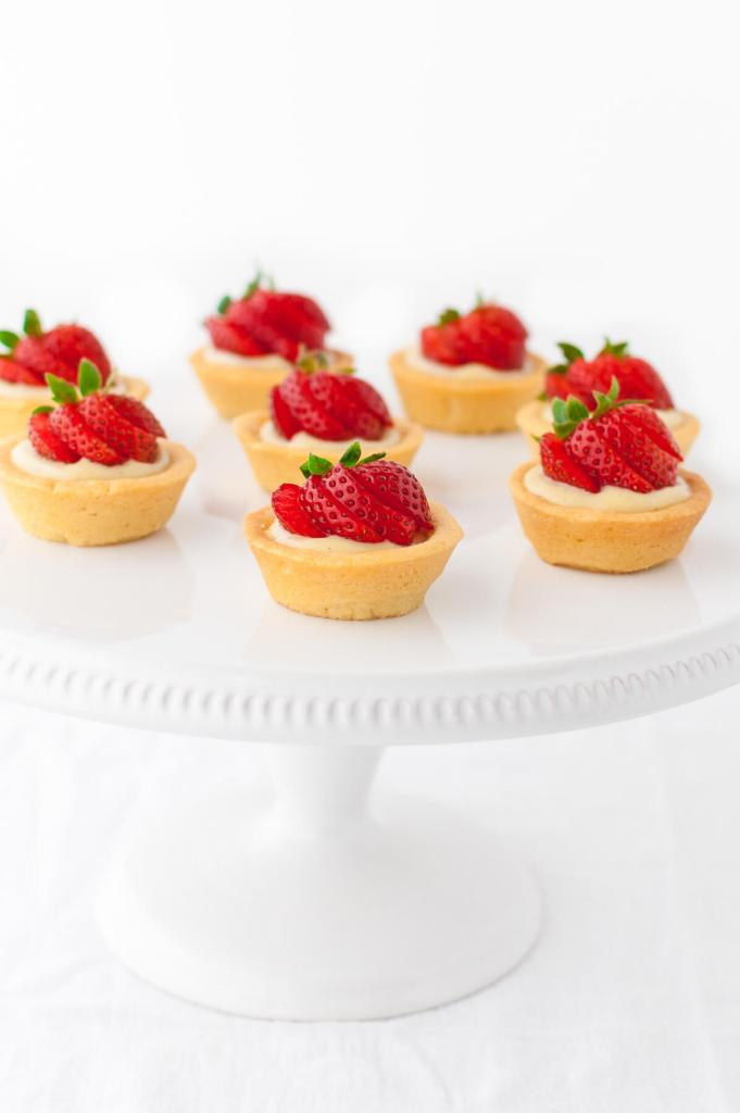 Reading Pride & Prejudice with the BBC miniseries: Bake Strawberry Tartlets at Taming of the Shrew for Episode 2